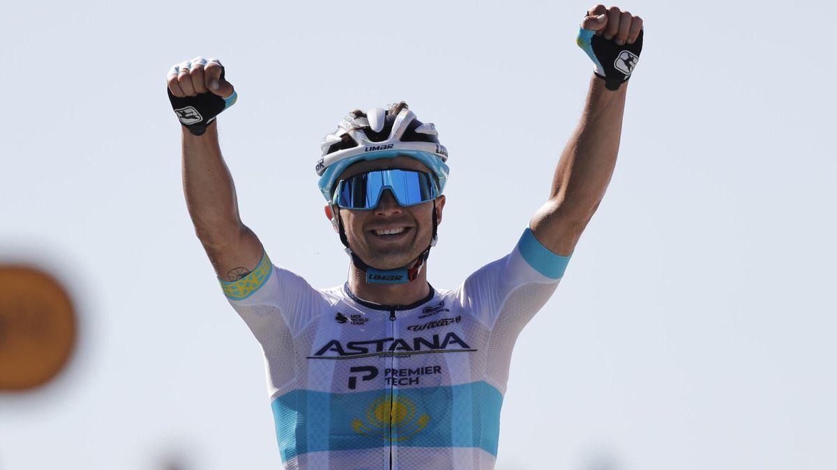 Alexey Lutsenko sărbătorește câștigarea etapei a 6-a din Turul Franței 2020, prima dion cariera sa