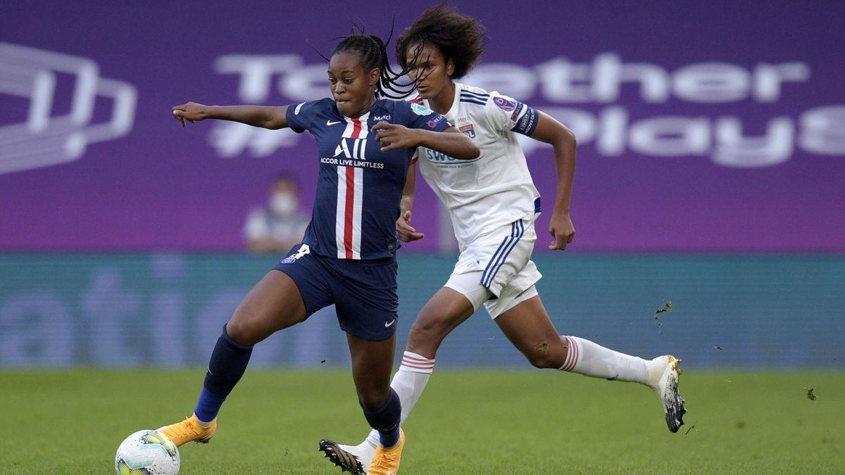 Marie-Antoinette Katoto (PSG) au duel avec Wendie Renard (Lyon) en demi-finale de Ligue des champions, le 26 août 2020