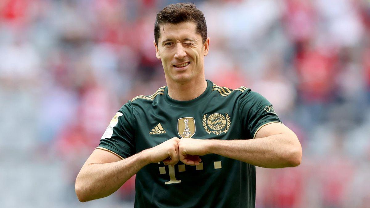 Robert Lewandowski esulta per gol e il record, Bayern-Bochum, Getty Images