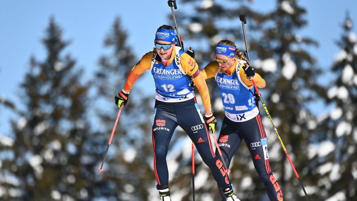 Franziska Preuß (links) und Vanessa Hinz bei der Biathlon-WM in Aktion