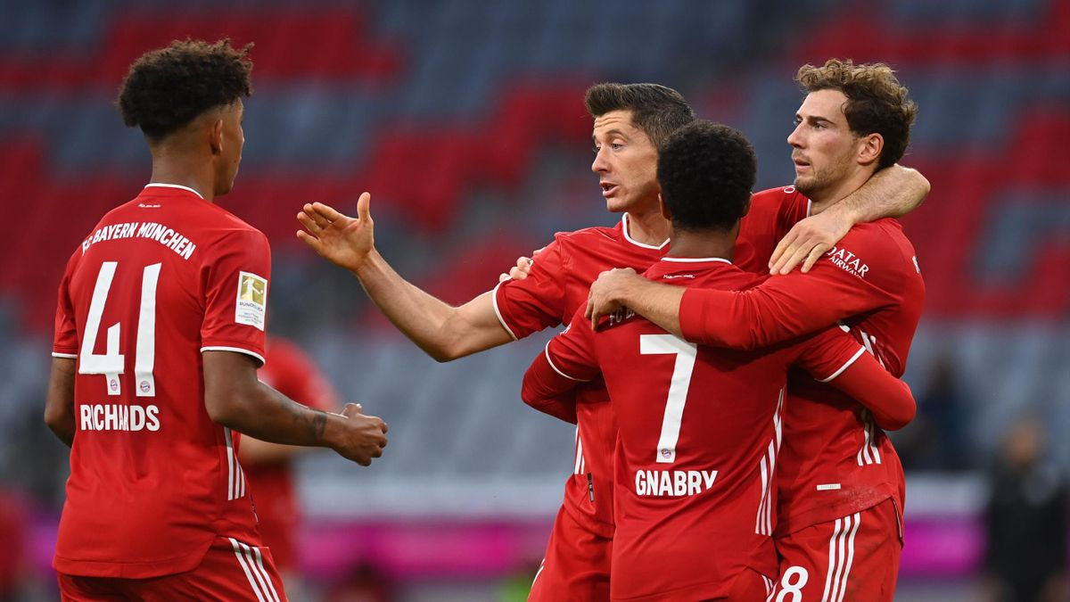 Bayern Munich's Polish forward Robert Lewandowski (C) celebrates scoring the opening goal with (From L) Bayern Munich's US defender Chris Richards, Bayern Munich's German midfielder Serge Gnabry and Bayern Munich's German midfielder Leon Goretzka
