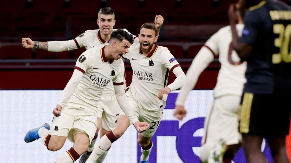 L'esultanza di Ibanez dopo il gol - Ajax-Roma Europa League 2020-21
