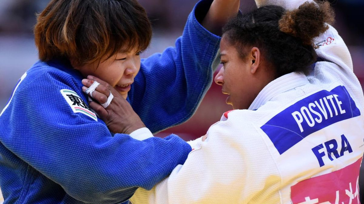 Fanny Estelle Posvite (white) of France and Mami Umeki (blue) of Japan compete in the Women's -78kg semifinal on day three of the Judo Grand Slam at the Maruzen Intec Arena Osaka on November 24, 2019 in Osaka, Japan. (Photo by Matt Roberts/Getty Images)