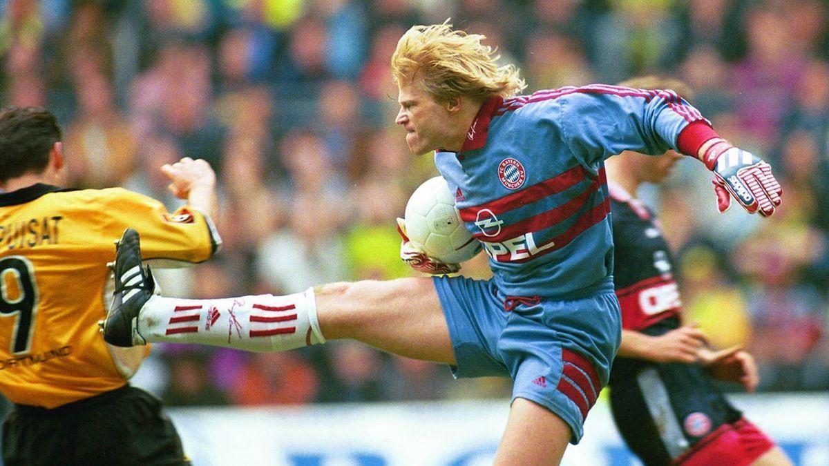 Bundesliga 1999: Oliver Kahn (FC Bayern Müchen), tritt Stéphane Chapuisat (Borussia Dortmund)