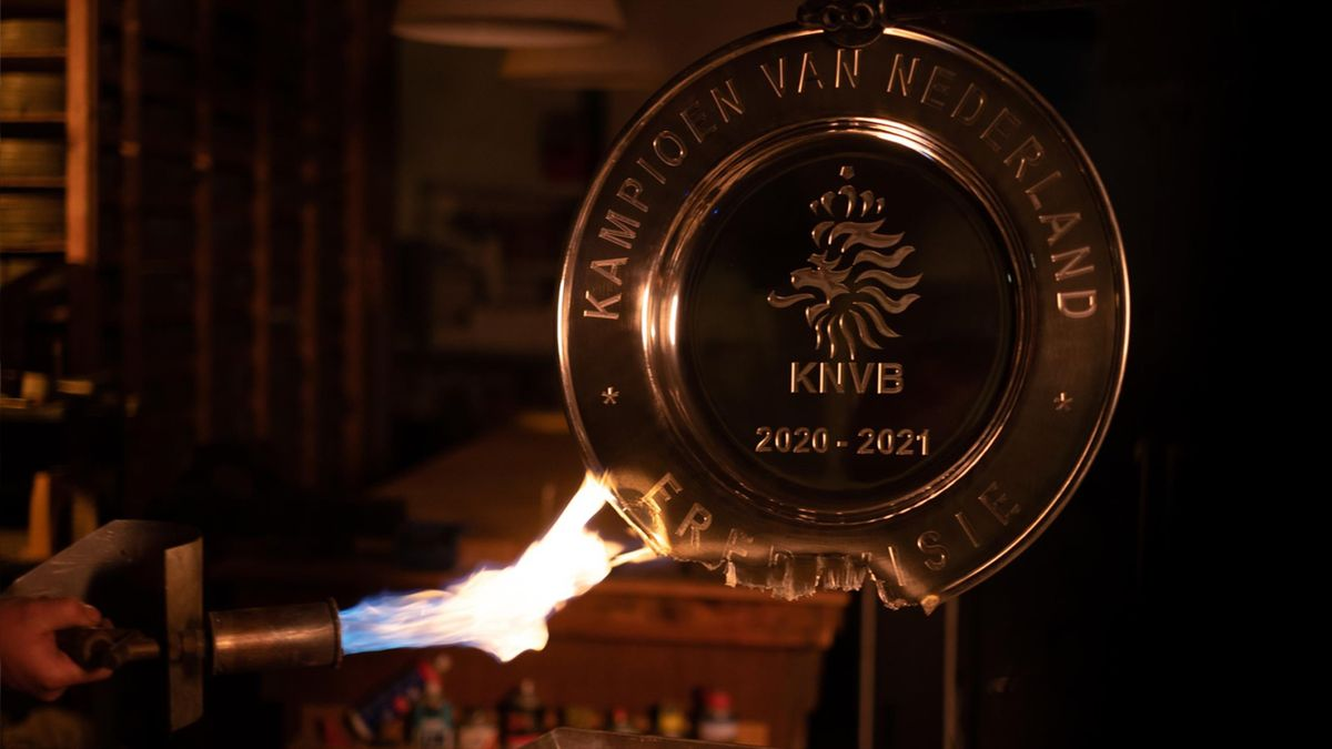 Le trophée de champion des Pays-Bas de l'Ajax Amsterdam fondu pour les supporters du club