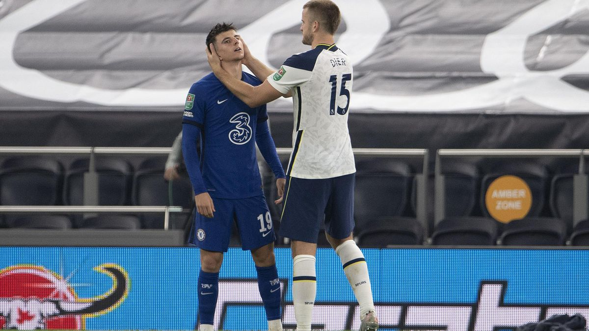 Eric Dier of Tottenham Hotspur consoles Mason Mount of Chelsea after Mount missed the final penalty in the shoot-out during the Carabao Cup fourth round match between Tottenham Hotspur and Chelsea at Tottenham Hotspur Stadium on September 29, 2020