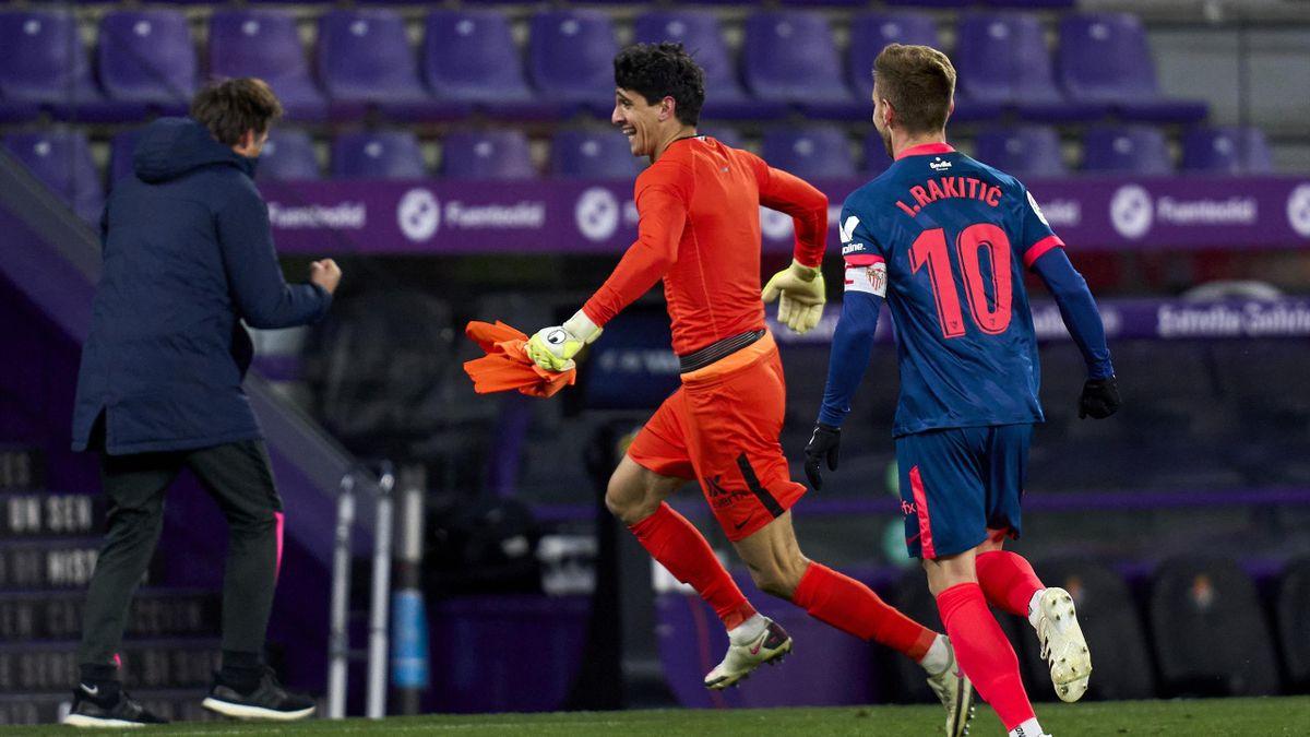 Bono (mitte) erzielte in Valladolid den Ausgleich für den FC Sevilla