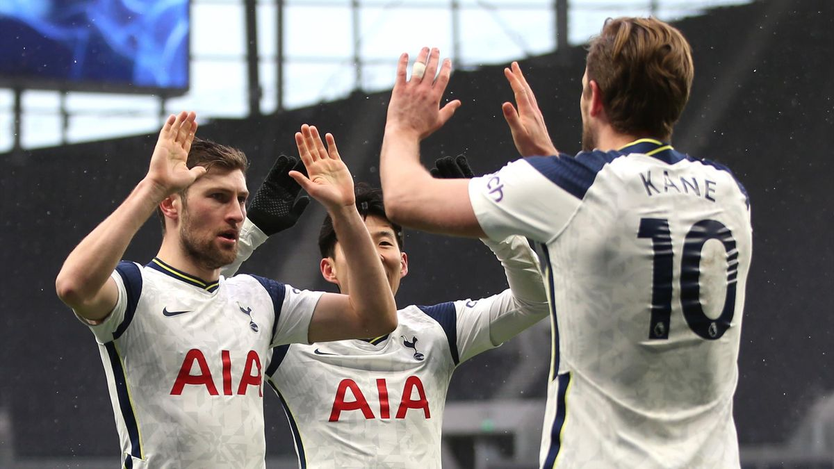 Harry Kane of Tottenham Hotspur celebrates with team mates Ben Davies and Son Heung-Min