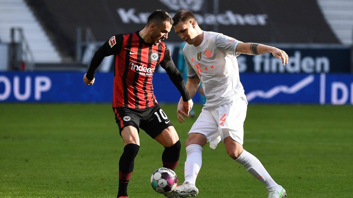 Niklas Süle (rechts; FC Bayern) im Zweikampf mit Filip Kostic (Eintracht Frankfurt)