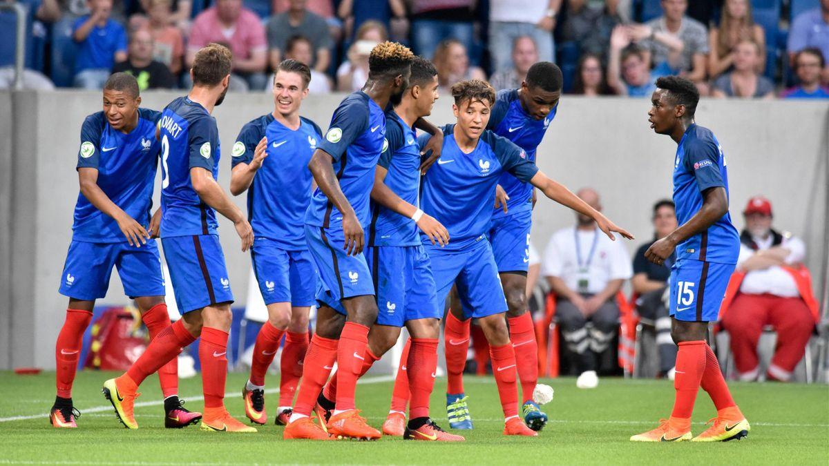 La communion des Bleuets après le but de Ludovic Blas en finale contre l'Italie, dimanche 24 juillet 2016