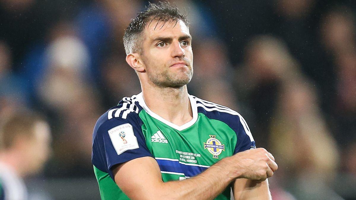 Aaron Hughes verpasst Spiele gegen Deutschland und Norwegen