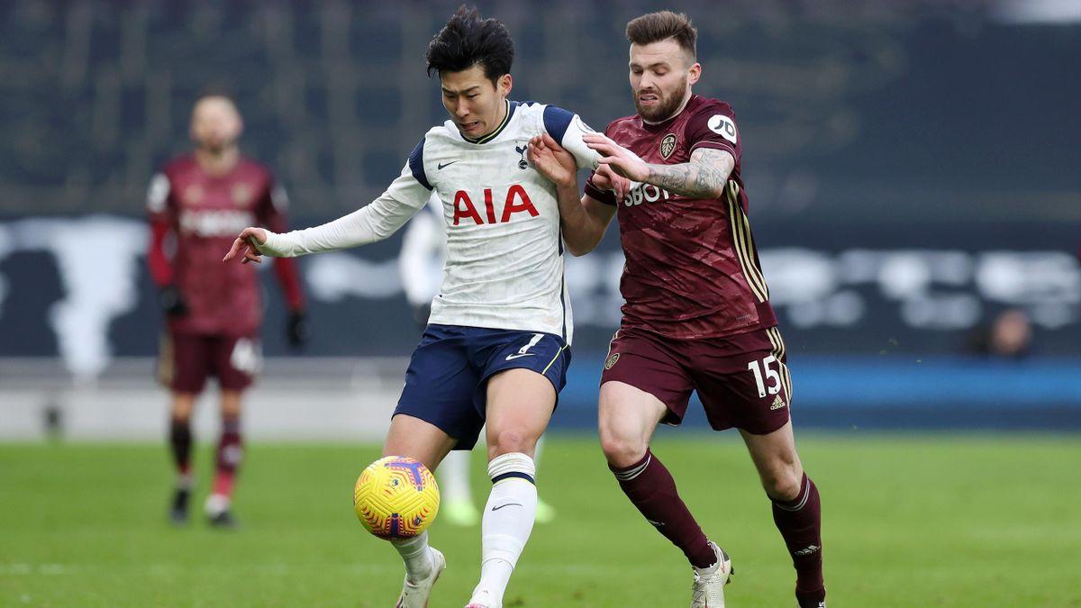 Tottenham-Star Heung-Min Son (l.) im Duell mit Stuart Dallas von Leeds United