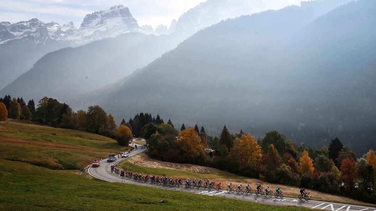 Das Peloton des Giro d'Italia 2020