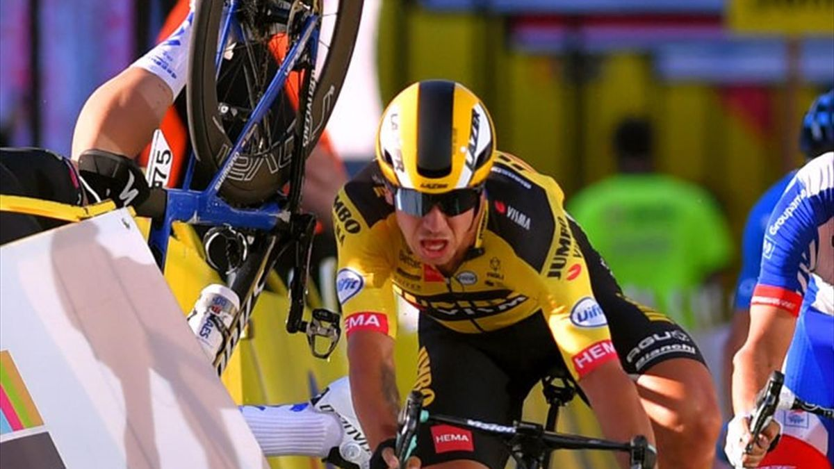 Dylan Groenewegen collides with Fabio Jakobsen at the Tour of Poland