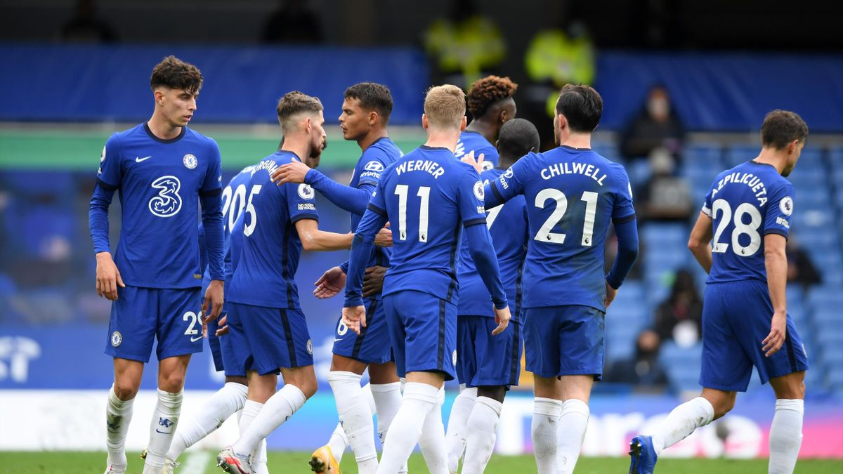 Jorginho of Chelsea celebrates with teammates after scoring his sides fourth goal during the Premier League match between Chelsea and Crystal Palace at Stamford Bridge on October 03, 2020 in London, England.