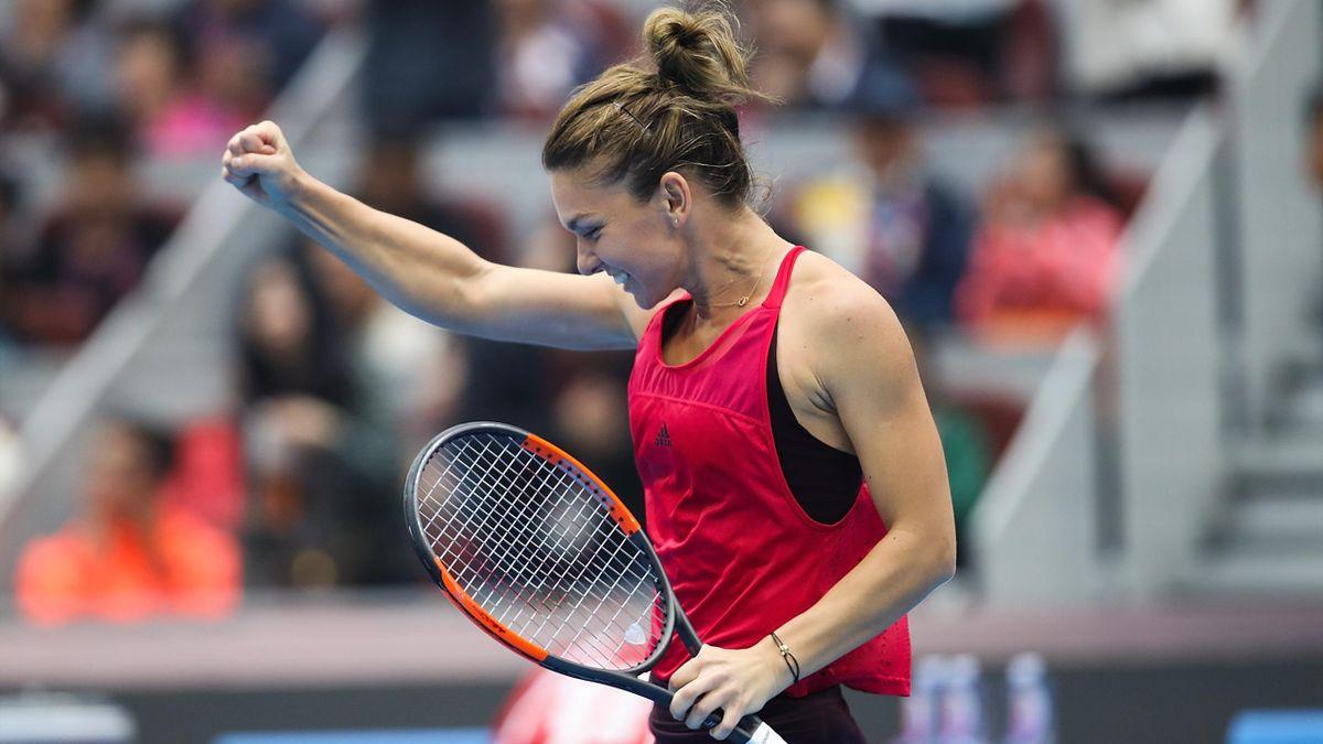 Simona Halep tout sourire et nouvelle n°1 mondiale après son succès contre Jelena Ostapenko en demie à Pékin