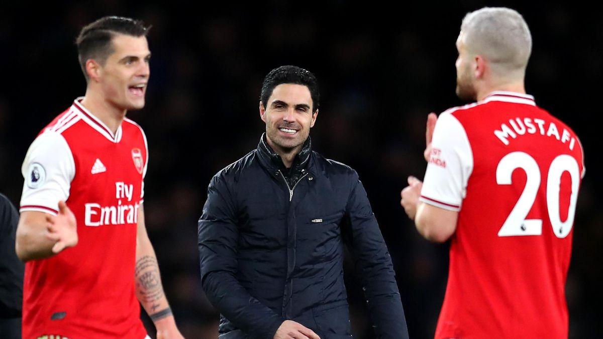 Mikel Arteta (centre) delights in Arsenal's win
