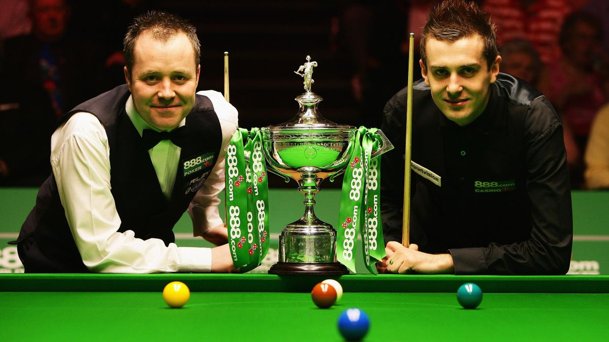 John Higgins and Mark Selby in 2007.