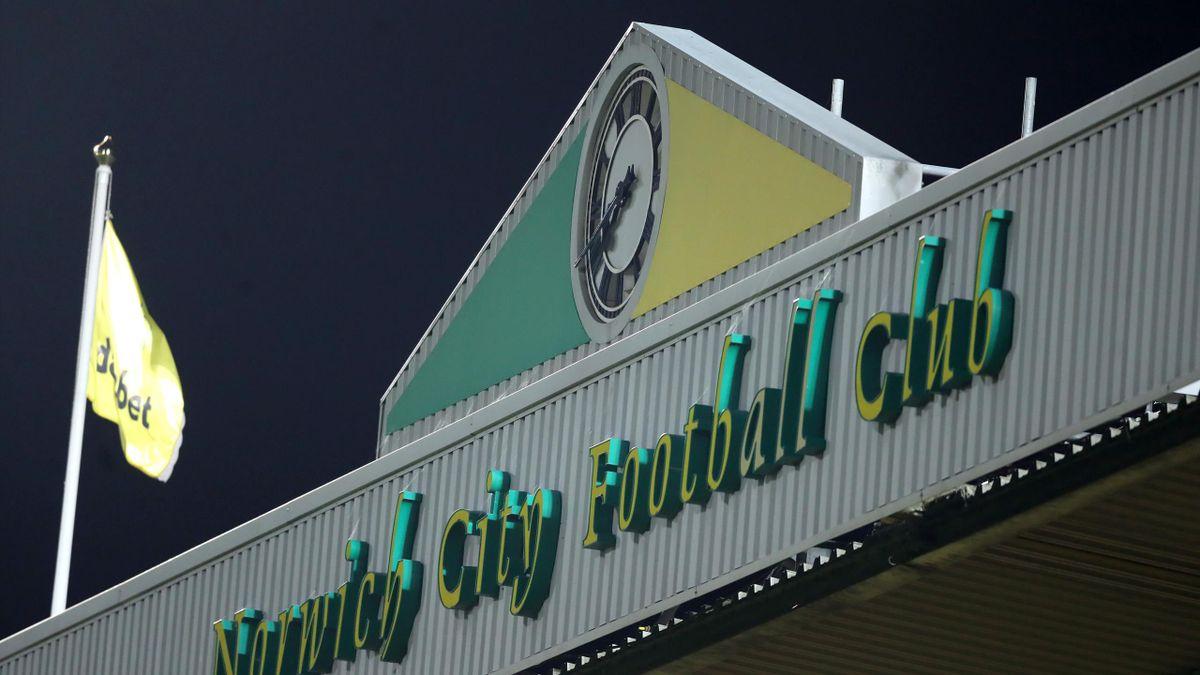 Norwich City cheamă fanii la stadion pentru a vedea meciul echipei la....tv