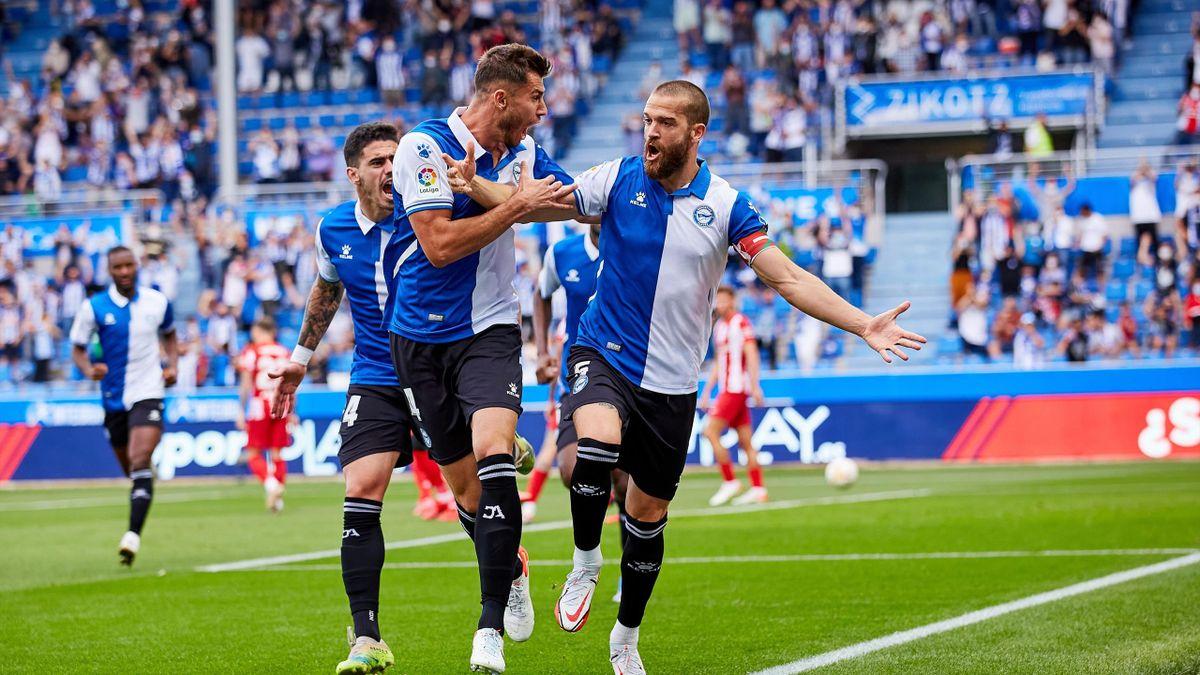 Victor Laguardia of Deportivo Alaves celebrates his goal with Matt Miazga of Deportivo Alaves and their teammates during the Spanish league, La Liga Santander