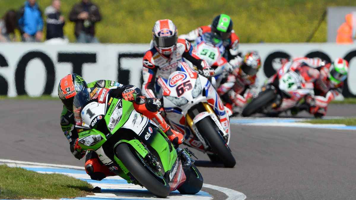 Britain's Tom Sykes (front) leads compatriot Jonathan Rea (C)