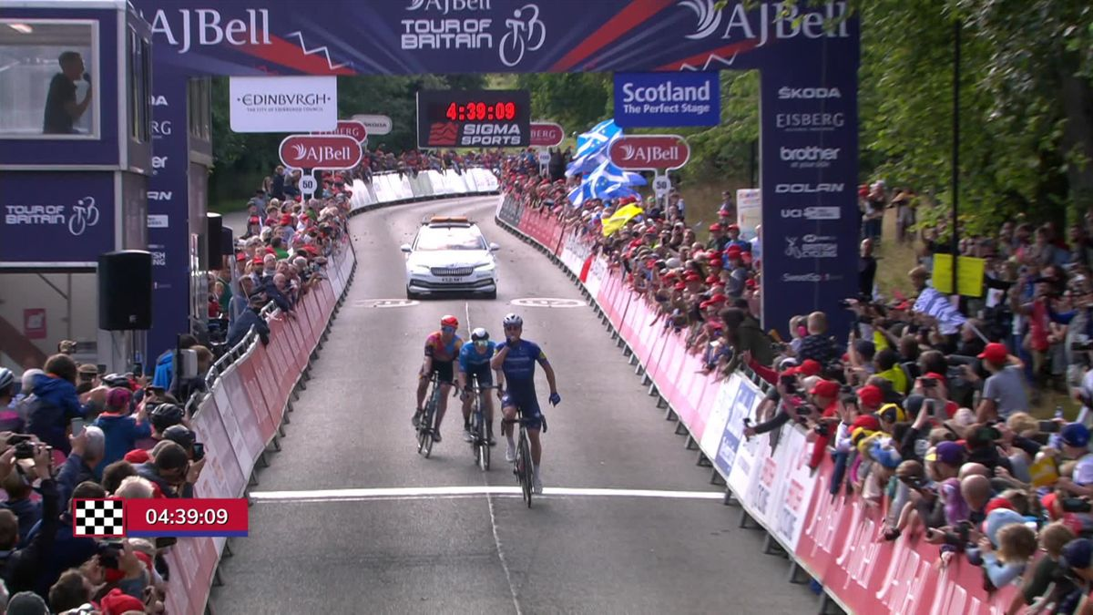 Ronde van Groot-Brittannië| Yves Lampaert wint etappe 7 na sterk ploegenspel