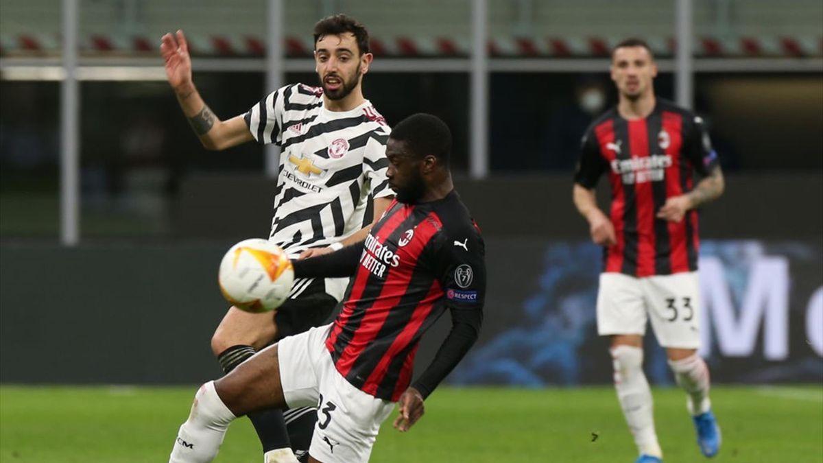 Tomori interviene su Bruno Fernandes durante Milan-Manchester United - Europa League 2020/2021 - Getty Images