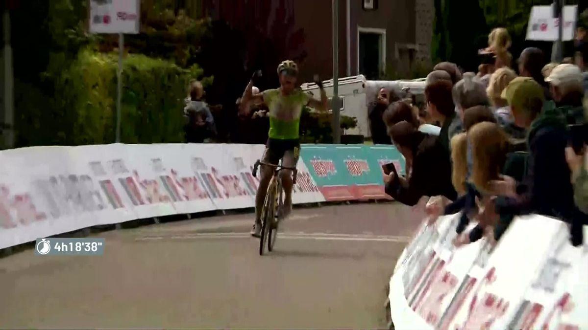 Simac Ladies Tour   Vos wint 4e etappe - Van den Broek-Blaak grijpt de leiding
