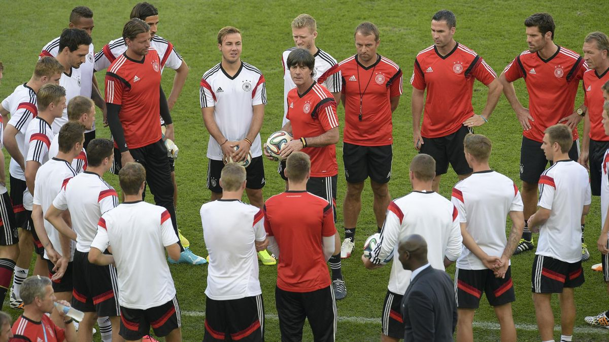 Joachim Low et ses joueurs à la veille de France - Allemagne, Rio, 2014