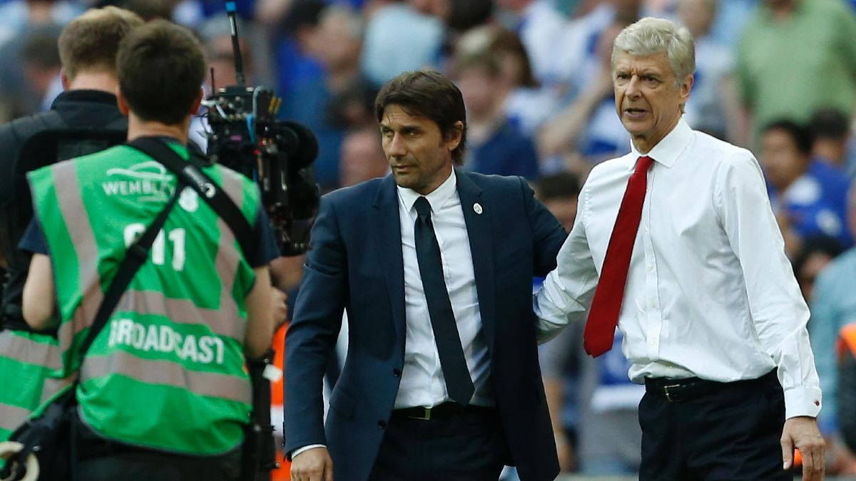 Arsenal's French manager Arsene Wenger (R) and Chelsea's Italian head coach Antonio Conte