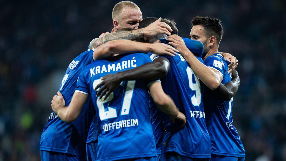 Les joueurs d'Hoffenheim célèbrent le second but de leur équipe face à Schalke lors de leur victoire à la 8e journée