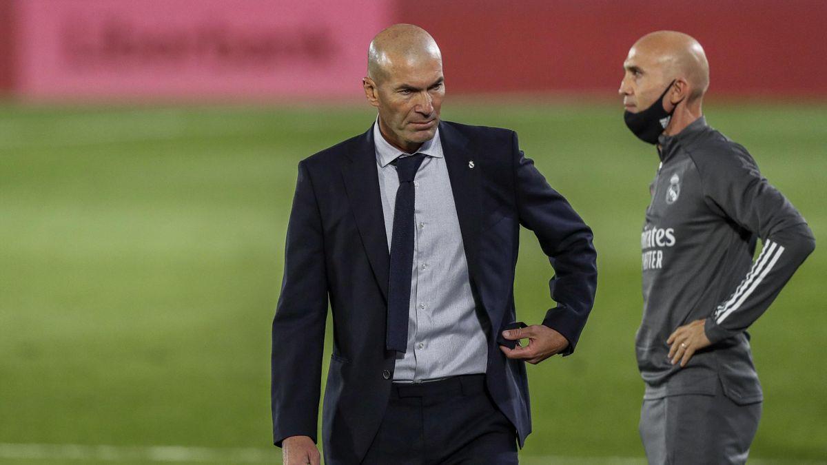 Zidane y Bettoni, dirigiendo al Real Madrid desde el banquillo