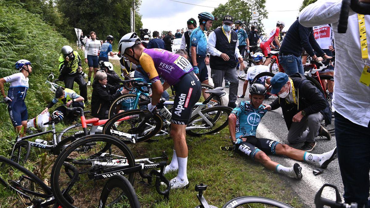 Deuxième chute de la 1re étape du Tour de France