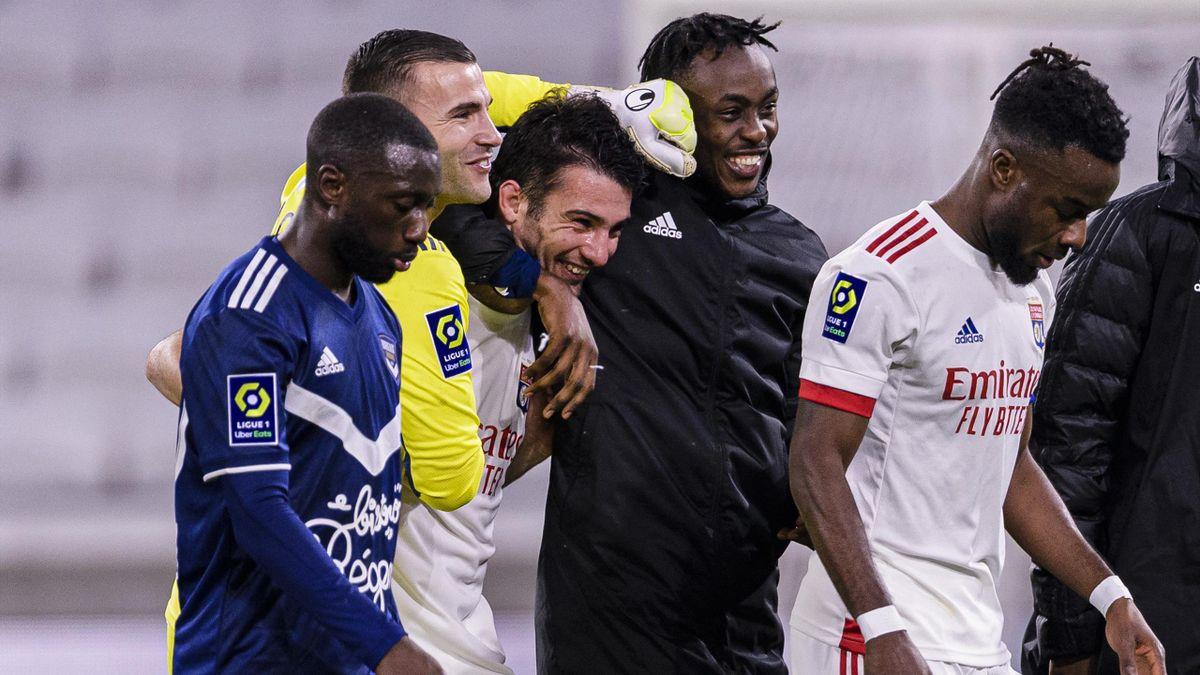 La joie de Léo Dubois, félicité par Anthony Lopes et Tino Kadewere après son but synonyme de victoire de l'OL contre Bordeaux, le 29 janvier.