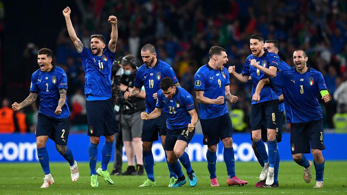 Italia feirer etter å ha vunnet EM-finalen