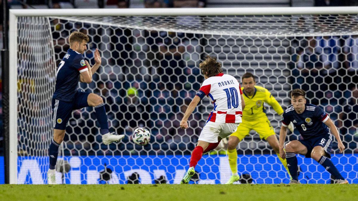 Modric realizza un fantastico gol durante Croazia-Scozia - Europei 2021