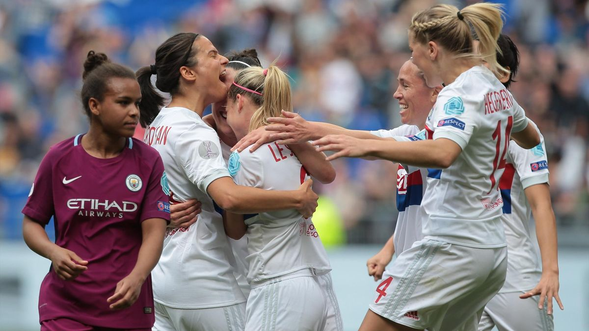 Lucy Bronze of Olympique Lyonnais celebrates with her team-mates