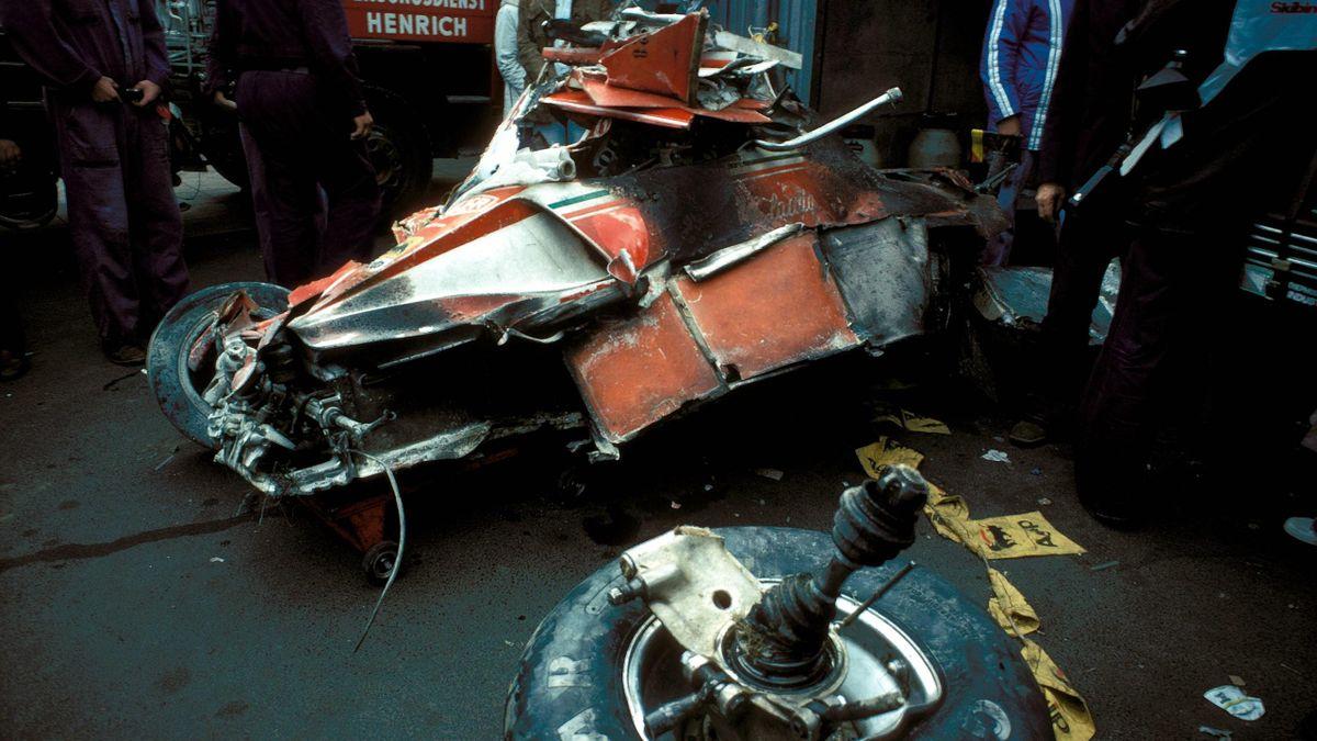 Nach Niki Laudas Unfall ist von dem Ferrari nur noch ein Wrack übrig