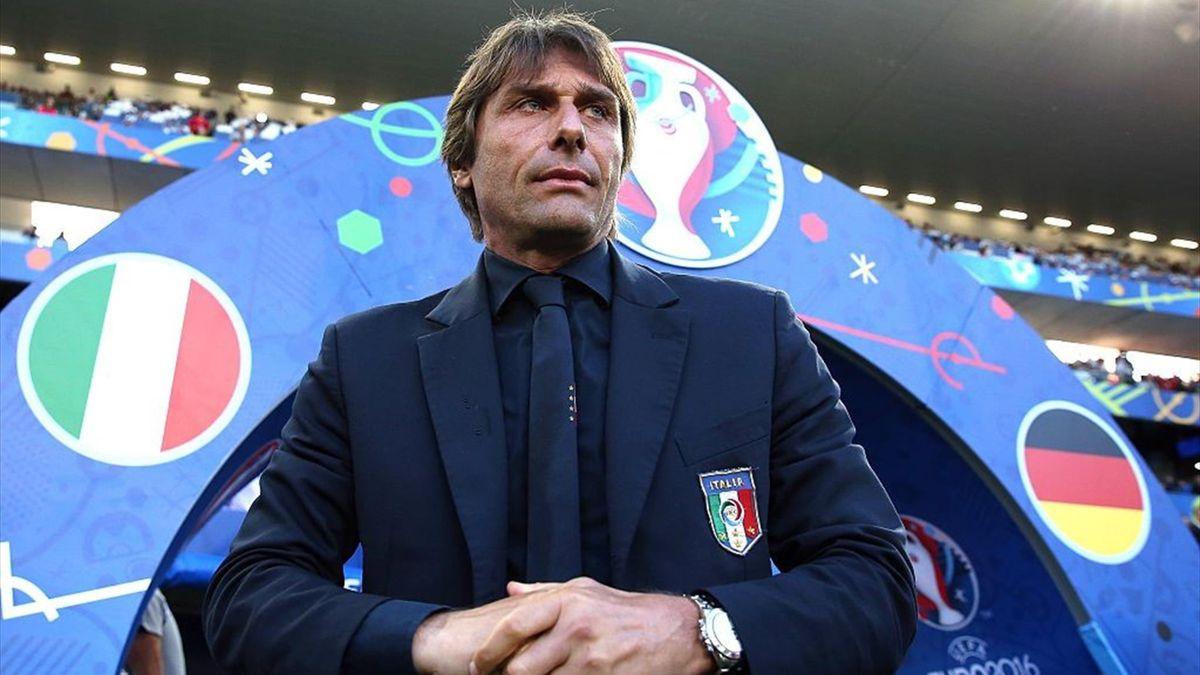 Antonio Conte al fischio di inizio di Italia-Germania - Europei 2016