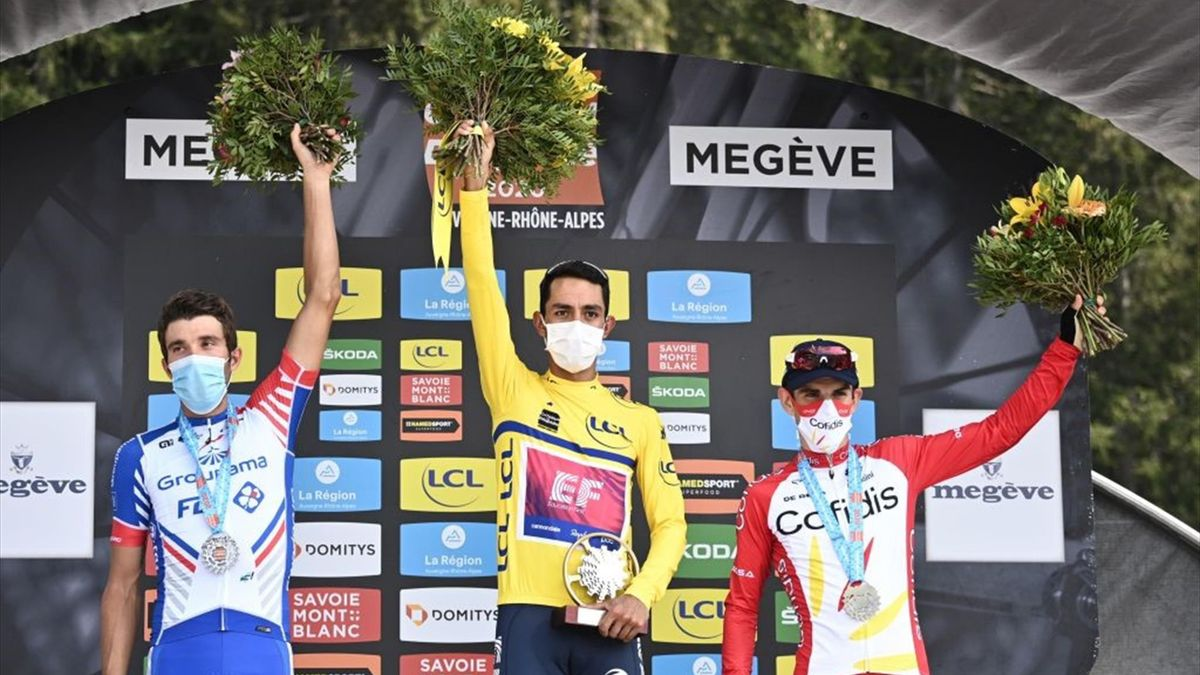 Daniel Martinez, flancat de Thibaut Pinot și Guillaume Martin pe podiumul din Dauphine 2020