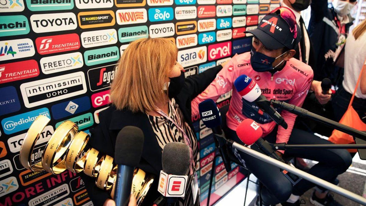 L'incontro tra Mamma Pantani e Egan Bernal a Sega di Ala - Giro d'Italia 2021