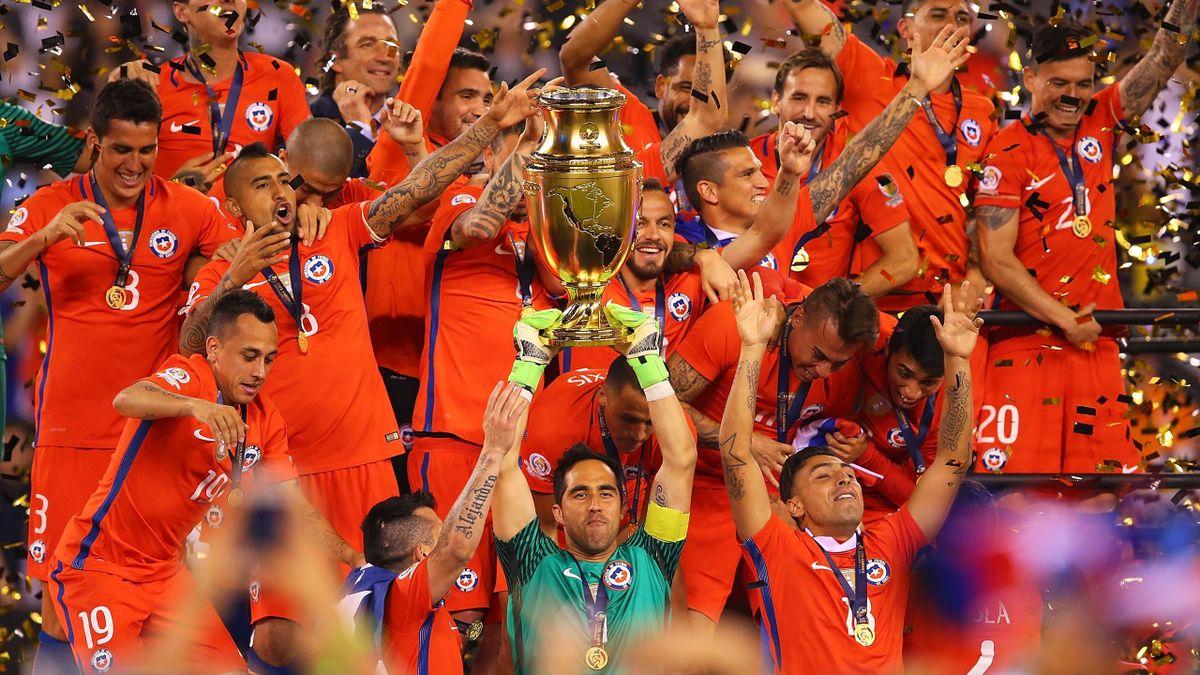 Claudio Bravo soulève pour le Chili la Copa America 2016