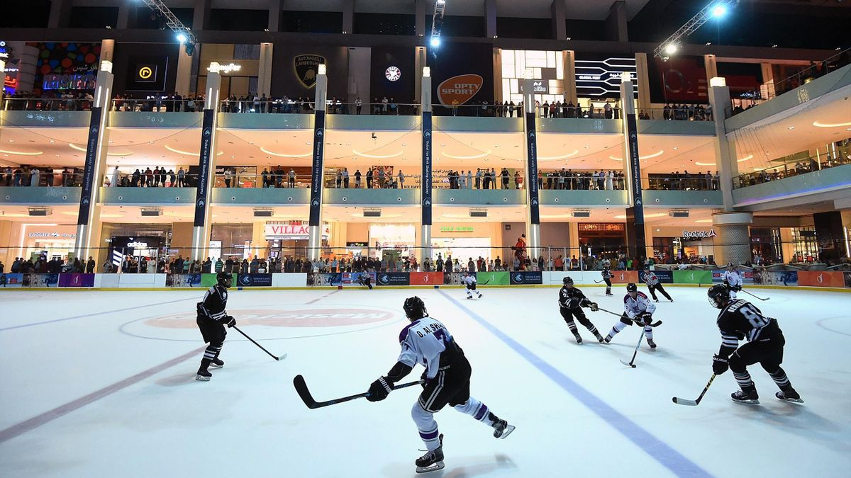 General view of action action during the Emirates Hockey League match between Dubai Mighty Camels and THEEBS at Dubai Ice Rink on January 11, 2017 in Dubai, United Arab Emirates.