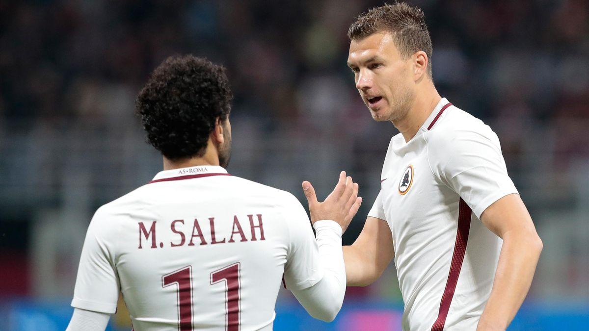 Edin Dzeko festeggia con Mohamed Salah dopo aver realizzato il gol contro il Milan, Roma, Serie A 2016-17 (Getty Images)
