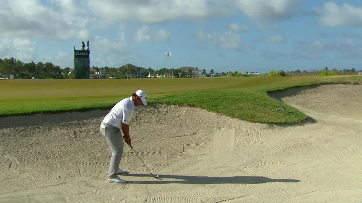 Golf Corales Championship Day 3: Campos in a bunker