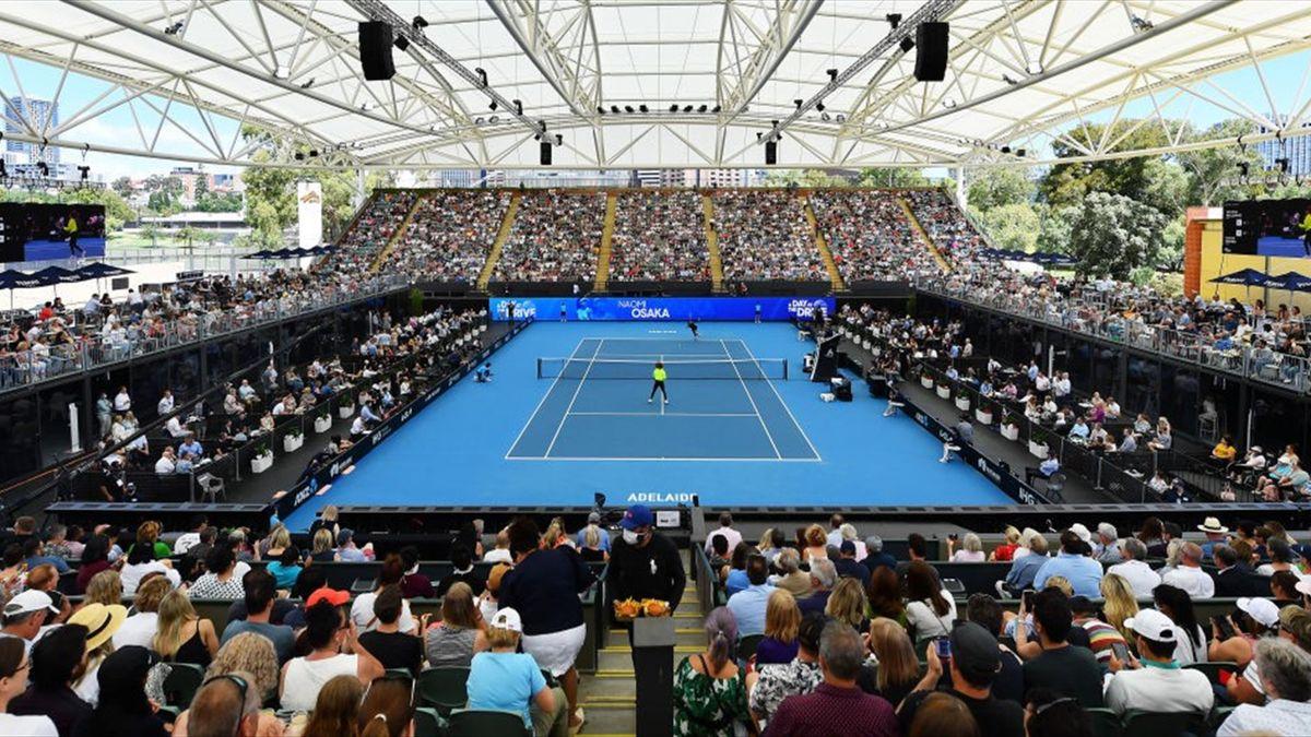 Una foto panoramica dello stadio gremito per l'esibizione di Adelaide