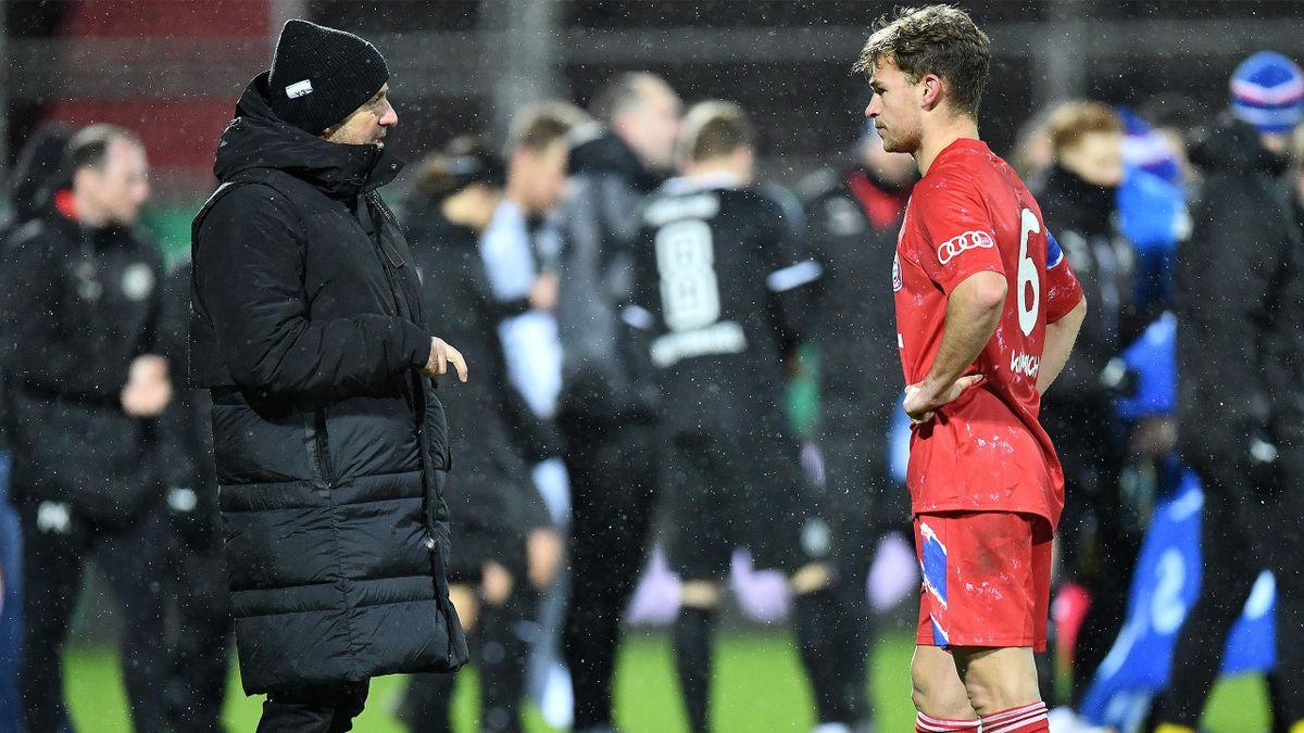 Bayern-Trainer Hans-Dieter Flick mit Joshua Kimmich