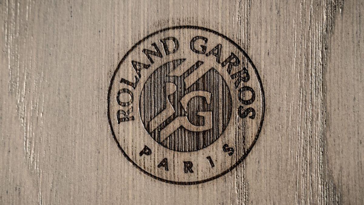 Logo de Roland-Garros sur le court central en 2018