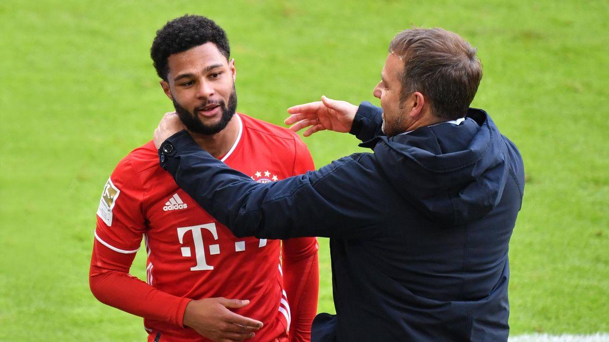 Serge Gnabry mit Bayern-Trainer Hansi Flick