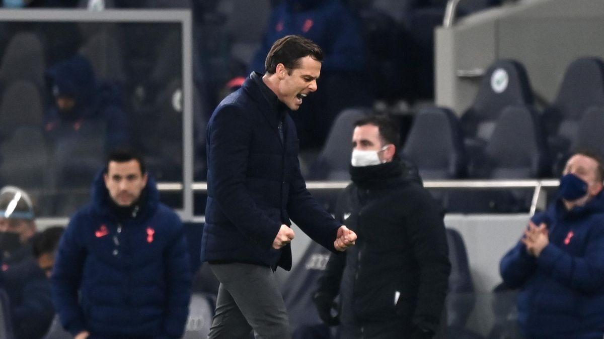 Fulham manager Scott Parker celebrates his side's equaliser at Tottenham